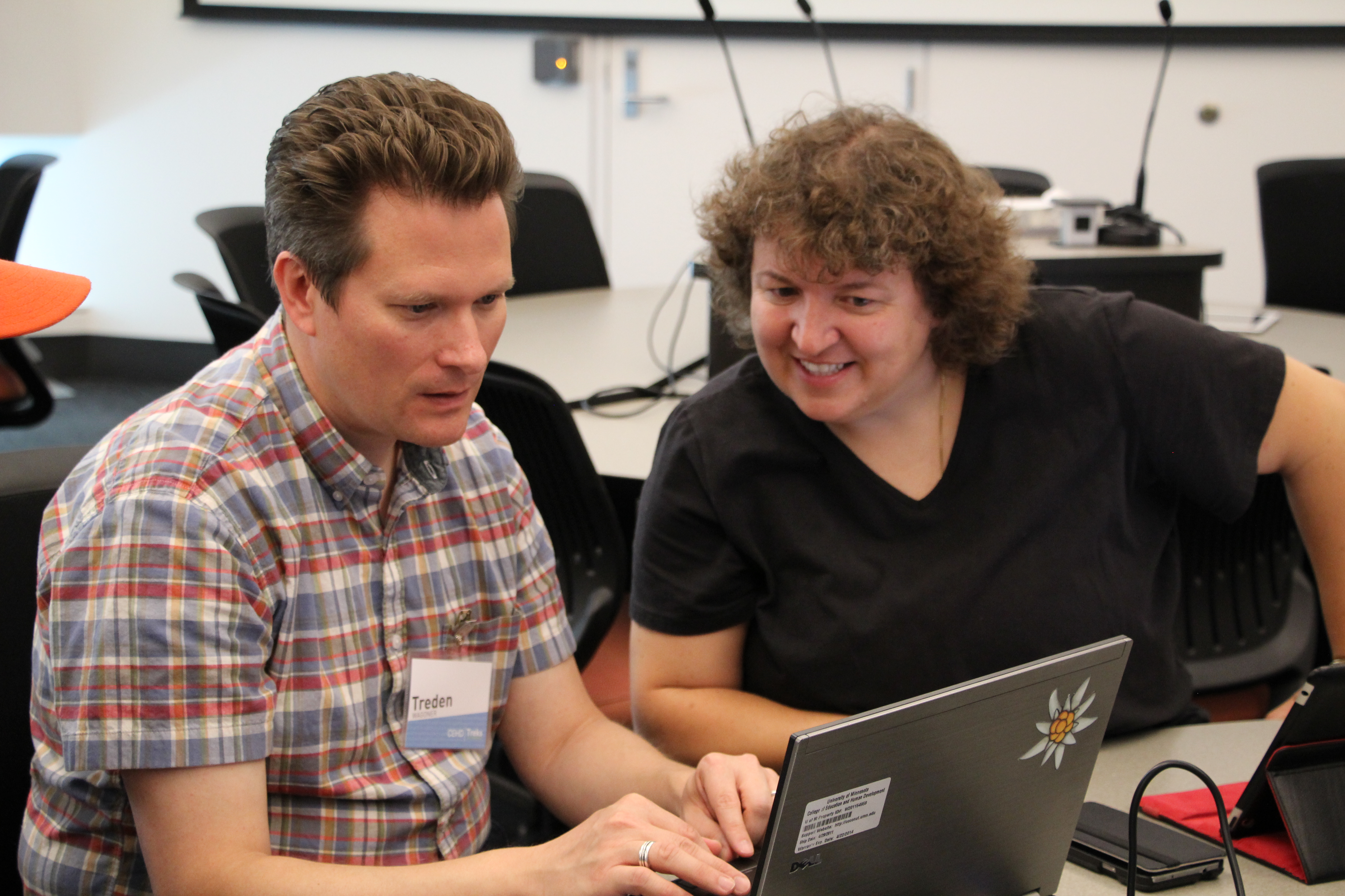Treks instructor and participant discuss options during open lab activity.